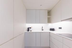 Kitchen o kitchenette sa BessaApartments