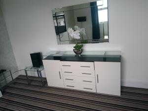 A television and/or entertainment centre at Mowbray Apartments