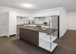 A kitchen or kitchenette at FV4006 Apartments
