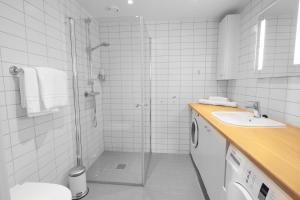 A bathroom at Wright Apartments - Sørenga