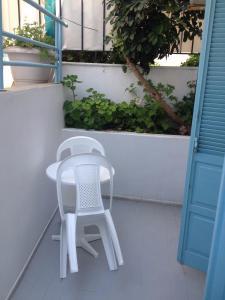 A balcony or terrace at Renia Hotel-Apartments