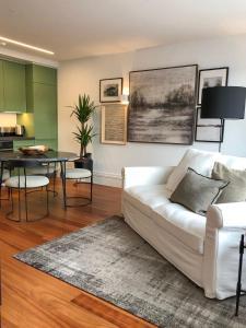 A seating area at Oporto Chic&Cozy - Aliados