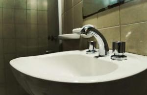 A bathroom at Grupo Costanera Depto Santa Ana