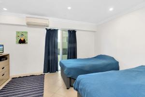 A bed or beds in a room at Aqua Solai Unit 1