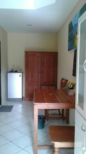 A kitchen or kitchenette at Baan Coconut