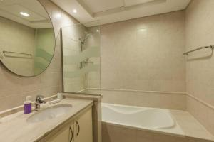 A bathroom at Gorgeous 3 Bedroom Villa in Green Community
