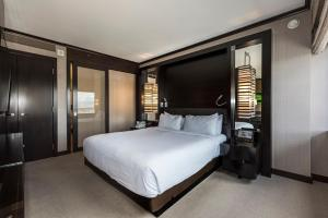 A bed or beds in a room at StripViewSuites at Vdara