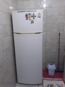 A bathroom at Apartamento aconchegante