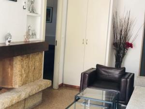 A seating area at Apartamentos la Nogalera