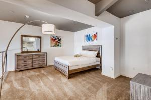 A bed or beds in a room at 3BR/1BA Stunner in Center Of Gaslamp!
