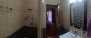 Salle de bains dans l'établissement G House