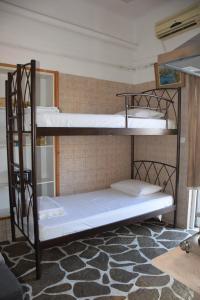 Ein Etagenbett oder Etagenbetten in einem Zimmer der Unterkunft The House