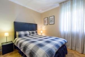 A bed or beds in a room at Precioso piso Puerta del Angel, 2 dorm