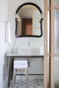 Un baño de Artesa Suites&SPA