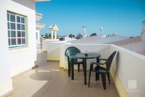 A balcony or terrace at Apartamentos Sereia da Oura