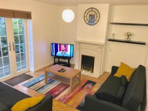 A television and/or entertainment center at Manchester, Salford, Old Trafford, serviced accommodation