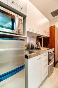 A kitchen or kitchenette at VR Auckland City