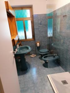 A bathroom at Chroma Italy - Doctor House