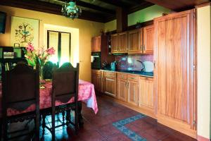 A kitchen or kitchenette at Casa Aloes Quinta das Mil Flores