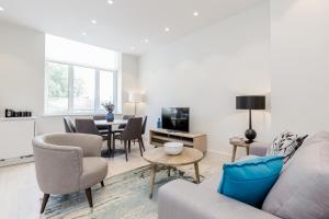 A seating area at LCS Shoreditch Apartments