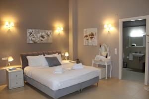 A bed or beds in a room at Pictures Suites