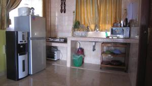 A kitchen or kitchenette at Horas Family Home