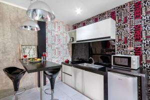 A kitchen or kitchenette at Dydi Loft Apartment
