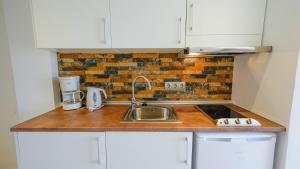 A kitchen or kitchenette at Houm Plaza Son Rigo