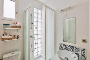 A bathroom at Cozy apartment of 37m2 for 4 people