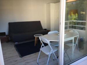 A seating area at Studio Croix des Marins