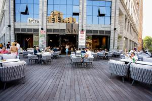 A restaurant or other place to eat at Welcome City Center Apartments