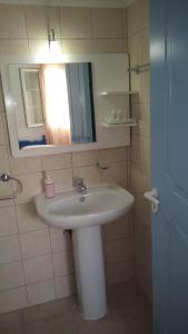 A bathroom at Aiantas