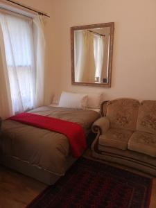 A bed or beds in a room at Whole flat next to Dover Port with parking