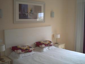 A bed or beds in a room at Apartamento Vila Marachique