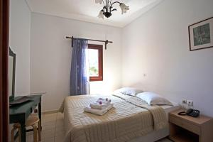 A bed or beds in a room at Birds Villa Apartments - Including Car Rental