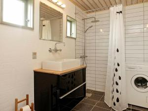 A bathroom at Three-Bedroom Holiday home in Farsø 8