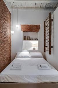 A bed or beds in a room at Splendido monolocale nel cuore di Brera