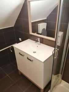 A bathroom at Apartments Podkoren