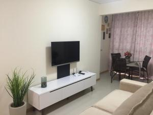 A television and/or entertainment centre at Residencial PIAGET (Torre Bruner)
