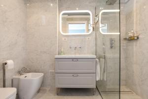 A bathroom at Promenade des Anglais - Studio suite seaside