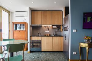 A kitchen or kitchenette at Promenade des Anglais - Studio suite seaside