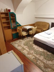 A bed or beds in a room at Appartement Hotel Marien-Hof