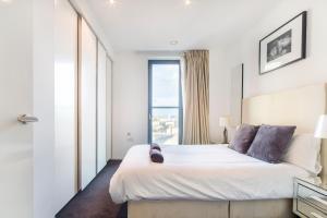 En eller flere senger på et rom på Modern Apartment In Canary Wharf / O2 / Docklands by Boutique Apartments