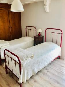 A bed or beds in a room at Le gîte du Vent Debout