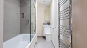 A bathroom at Craven Mews by Lime Street