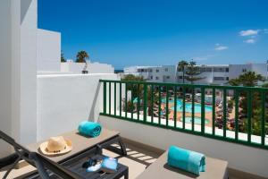 Een balkon of terras bij Apartamentos Galeon Playa
