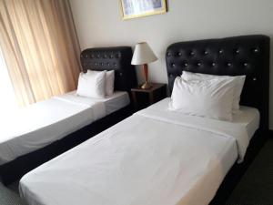 A bed or beds in a room at Eureka Service Suite at Times Square