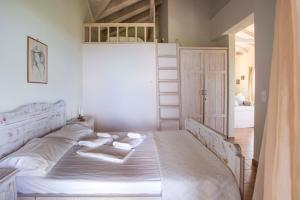 A bed or beds in a room at Chamaloni Cottages