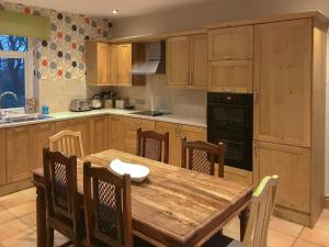 A kitchen or kitchenette at Station House