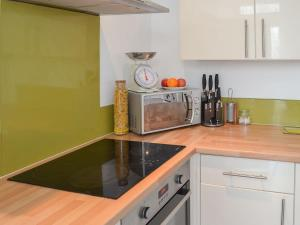 A kitchen or kitchenette at Blue Skies